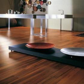 Teak – паркетна дошка з екзотичної породи деревини.